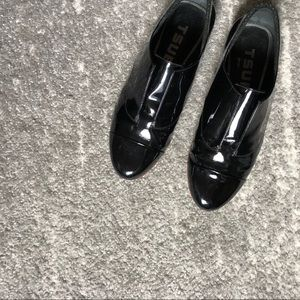Tsubo patent loafers